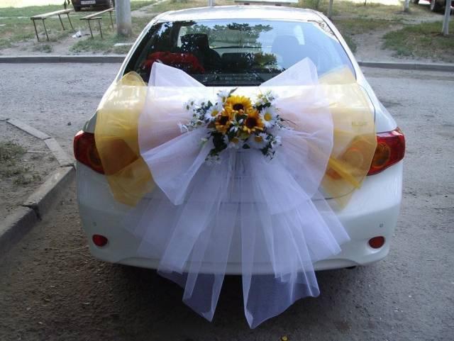 Сделать  украшение на автомобиль